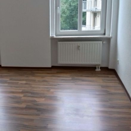 Rent this 3 bed apartment on Dobenaustraße 100 in 08523 Plauen, Germany