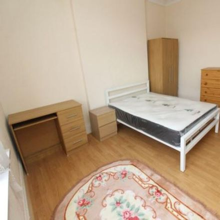 Rent this 6 bed apartment on Mezza House in City Road, Cardiff CF