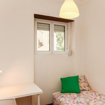 Rent this 7 bed room on Igreja Adventista do Sétimo Dia in Rua Teixeira de Carvalho 22, 3000-396 Sé Nova