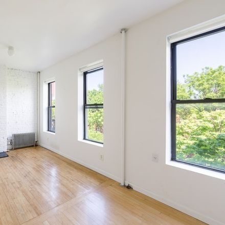 Rent this 2 bed condo on President St in Brooklyn, NY