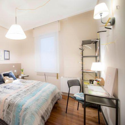 Rent this 3 bed room on Castaños kalea / Calle Castaños in 12, 48007 Bilbao