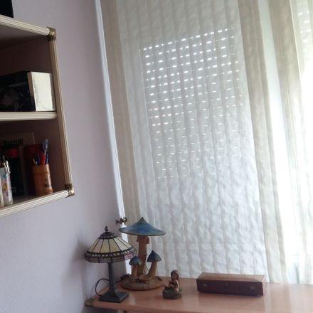 Rent this 3 bed room on Calle de los Riscos de Polanco in 28001 Madrid, Spain