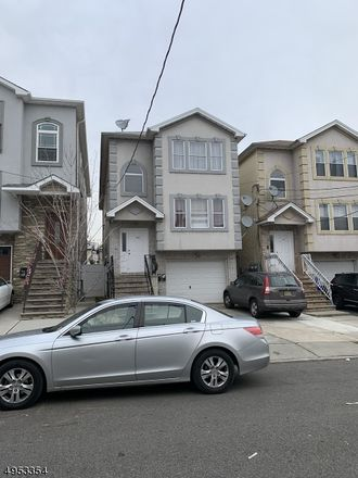 Rent this 3 bed townhouse on S Park St in Elizabeth, NJ