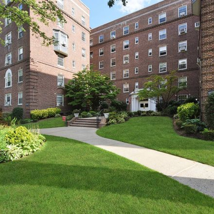 Rent this 3 bed apartment on Jamaica Ave in Jamaica, NY