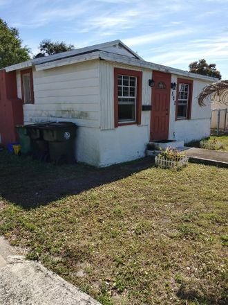 Rent this 3 bed house on 522 North B Street in Lake Worth Beach, FL 33460