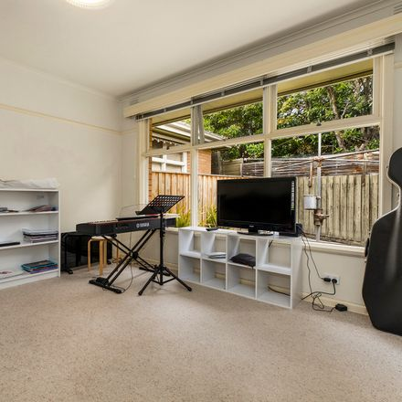 Rent this 2 bed apartment on 3/33 Logan Street