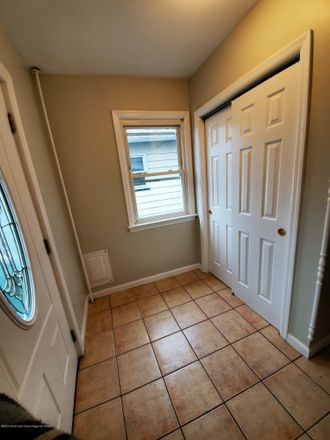 Rent this 3 bed house on 41 Lincoln Court in Keansburg, NJ 07734