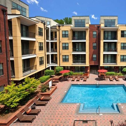 Rent this 3 bed apartment on Park Road Shopping Center in Cielo, Park Road