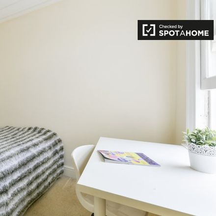 Rent this 6 bed apartment on Queen's Manor Primary School in Lysia Street, London SW6 6NB