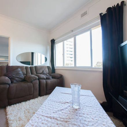 Rent this 1 bed apartment on 17/29 Hill Street
