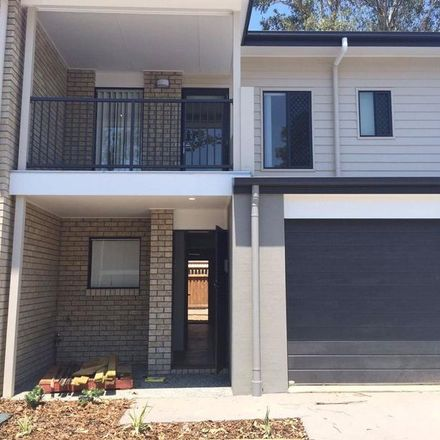 Rent this 3 bed townhouse on 18/3 Broadleaf Parade