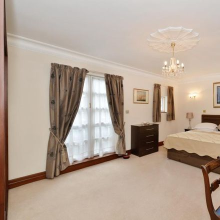 Rent this 5 bed house on Sheraton Grand London Park Lane Hote in Brick Street, London W1J 7BX