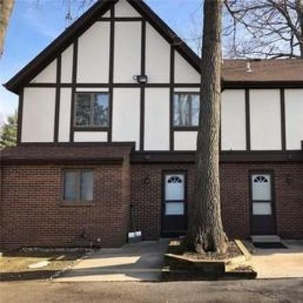 Rent this 5 bed house on Pet Supplies Plus in Woodbrook Road, Lucas County
