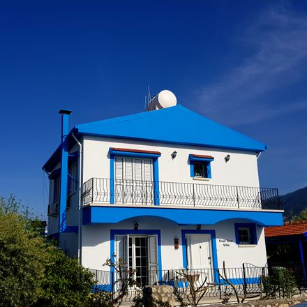 Rent this 3 bed house on 99440 Lapithos