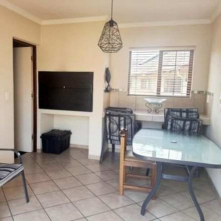 Rent this 3 bed house on Standard Bank in South Street, Tshwane Ward 57