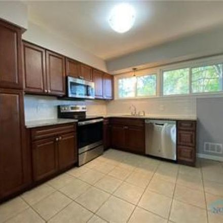 Rent this 3 bed house on 2421 Charlotte Street in Toledo, OH 43613