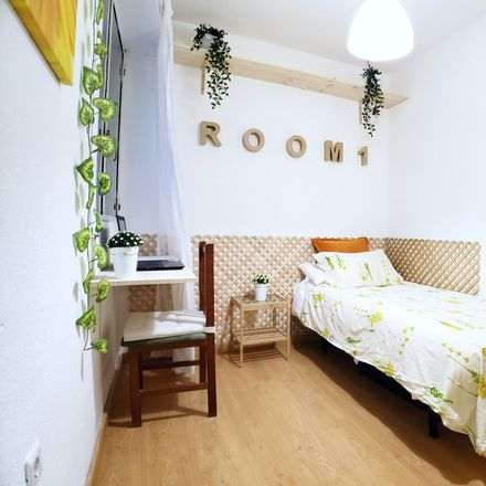 Rent this 4 bed room on Calle de Seseña in 53, 28024 Madrid