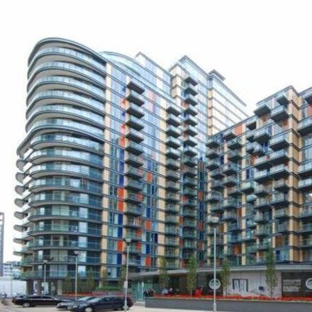 Rent this 3 bed apartment on Private in Wellesley Avenue, London SM2 5FJ