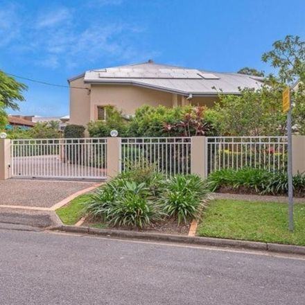 Rent this 3 bed townhouse on 2/34 Bauer Street