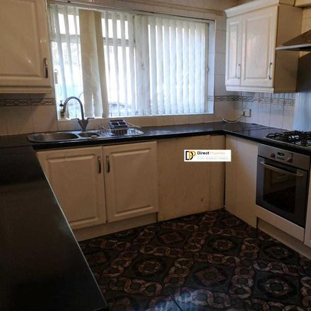 Rent this 3 bed house on Kendal Lane in Leeds LS3 1AS, United Kingdom