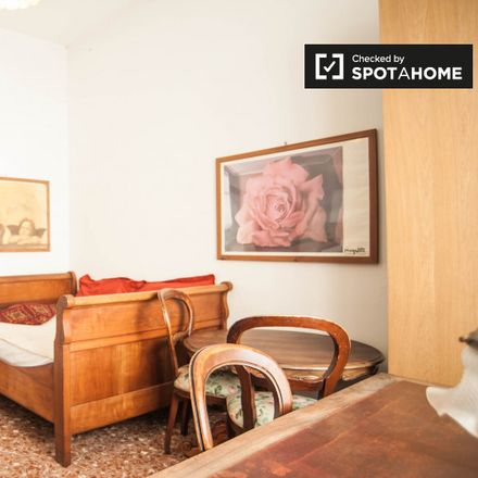 "Rent this 3 bed apartment on Trattoria Pizzeria ""Vecchi Sapori"" in Via Raffaele Balestra, 32/34/36"