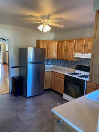 Rent this 2 bed house on 6811 Parkwood Place in St. Louis, MO 63116