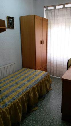 Rent this 3 bed room on Calle de Juan Pablo Bonet in 13, 50006 Zaragoza