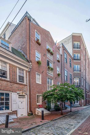 Rent this 2 bed condo on 126 Cuthbert Street in Philadelphia, PA 19106