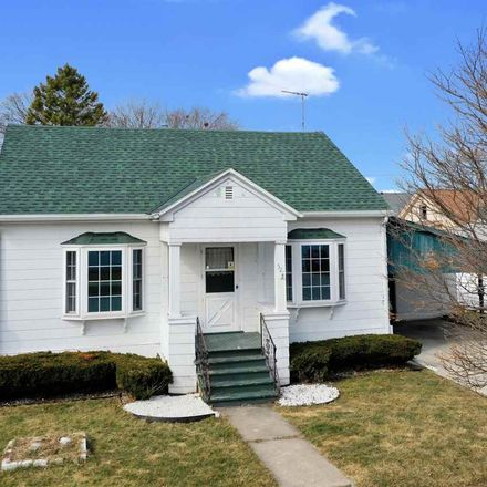 Rent this 3 bed house on 521 Newhall Street in Green Bay, WI 54302