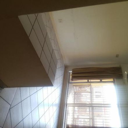 Rent this 1 bed apartment on Yeo Street in Bellevue, Johannesburg