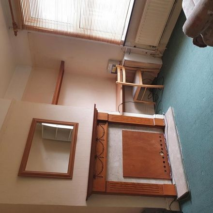 Rent this 3 bed house on R V News in 6 William Street, Luton LU2 7RF