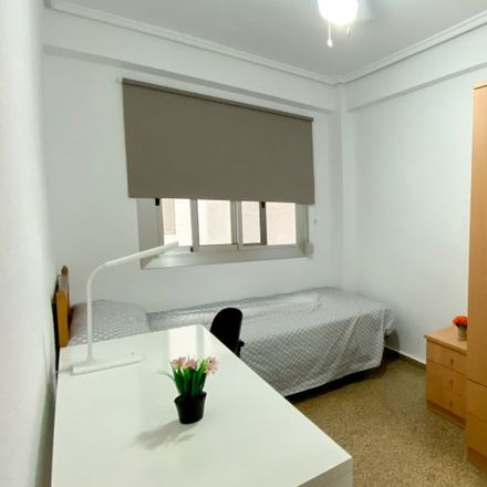 Rent this 6 bed apartment on Plaça del Cedre in 46022 Valencia, Spain