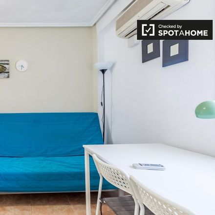 Rent this 4 bed apartment on La3 in Carrer del Pare Porta, 3