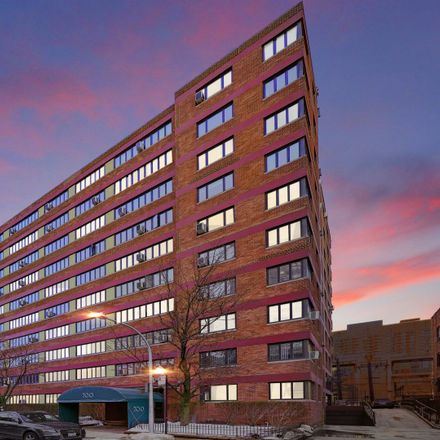 Rent this 1 bed condo on 700-708 West Bittersweet Place in Chicago, IL 60613