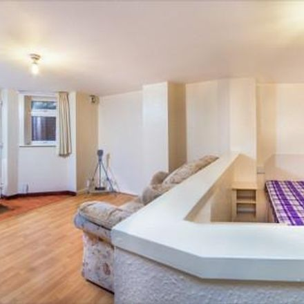Rent this 0 bed apartment on Back Headingley Mount in Leeds LS6 3EP, United Kingdom