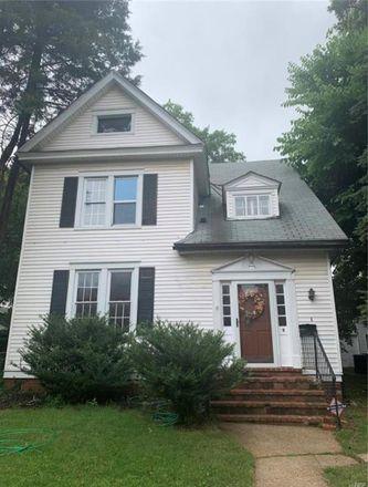 Rent this 3 bed house on 9 Thoroughman Avenue in Ferguson, MO 63135