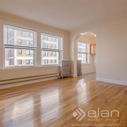 Rent this 1 bed apartment on 425 West Roscoe Street in Chicago, IL 60657
