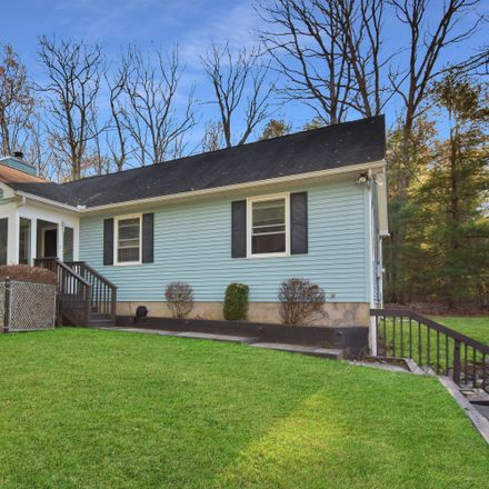 Rent this 3 bed house on 102 Beecher Rd in Dingmans Ferry, PA