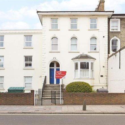 Rent this 2 bed apartment on The Wimbledon Dentist in Merton Road, London SW19 1EH