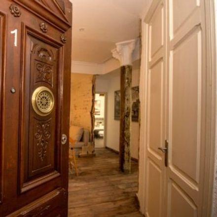 Rent this 4 bed apartment on Col·legi d'Educació Infantil i Primària San Juan de Ribera in Carrer de Ciril Amorós, 3