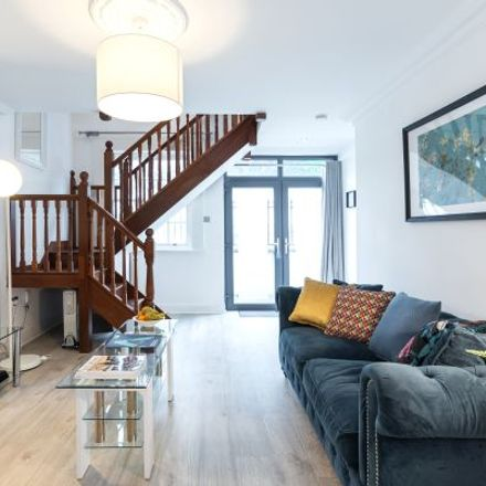 Rent this 3 bed apartment on 58 Leeson Street Upper in Rathmines East A ED, Baggotrath West