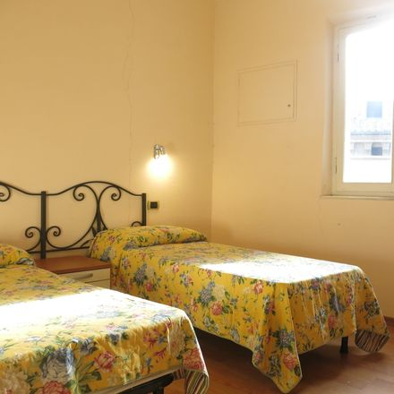 Rent this 3 bed room on Via di Calzoleria in 15, 53100 Siena SI