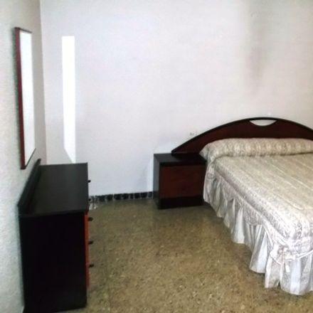 Rent this 4 bed room on Carrer Josep Bernad Amorós in 67, 03205 Elx