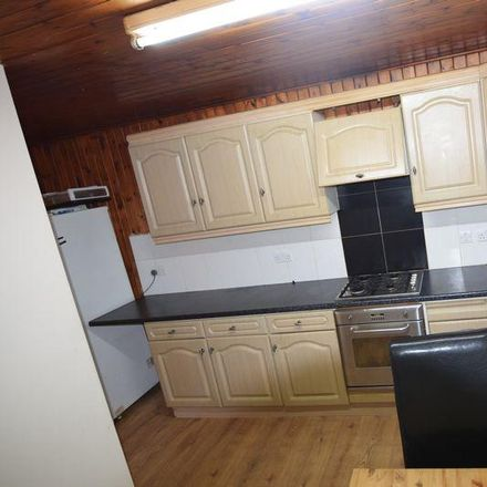 Rent this 4 bed house on Park Avenue in London IG11 8QX, United Kingdom