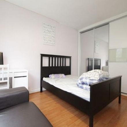 Rent this 4 bed apartment on Hethpool House in Hall Place, London W2 1LZ