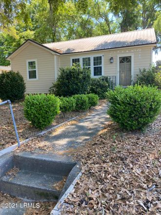 Rent this 2 bed house on 1918 Baggett St in Beaufort, SC