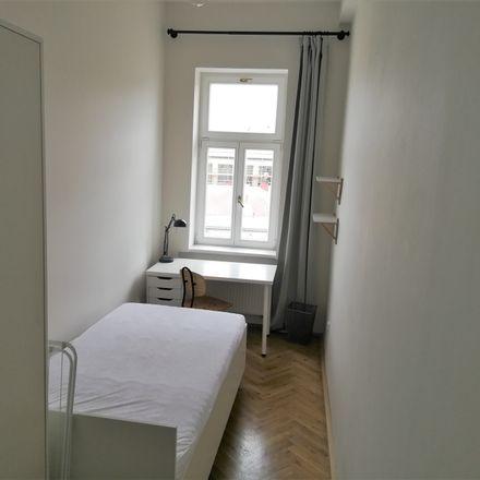 Rent this 6 bed room on Řehořova in 130 00 Praha 3-Žižkov, Česko
