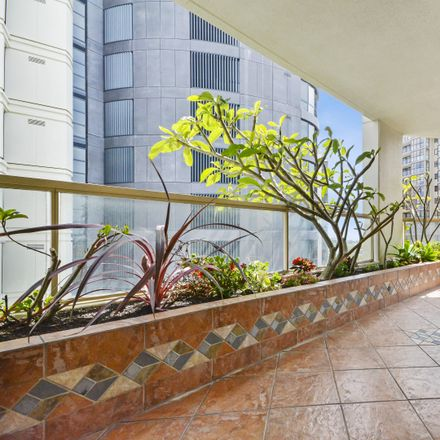 Rent this 3 bed apartment on 1004/1 Hollywood Avenue