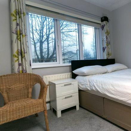 Rent this 3 bed room on 222 Palmerstown Woods in Clondalkin-Moorfield ED, Raheen