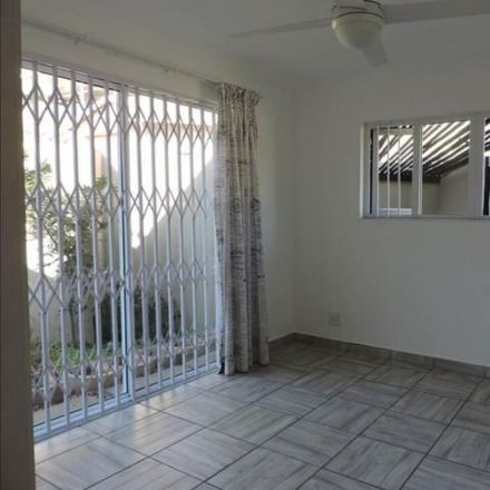 Rent this 3 bed townhouse on Umdoni Road in eThekwini Ward 93, KwaMakhutha
